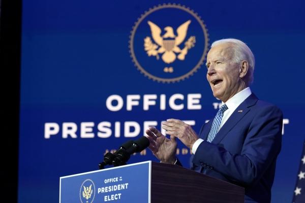 조 바이든 미 대통령 당선인이 9일(현지시간) 델라웨어주 윌밍턴의 더 퀸 극장에서 연설하고 있다. 바이든 당선인은 코로나19에 대처하기 위한 공중보건 전문가와 과학자 등 13명으로 구성된 태스크포스(TF)를 발표했다. ⓒ뉴시스·여성신문