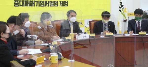 김종철 정의당 대표가 23일 서울 여의도 국회에서 열린 1차 선거기획단 회의에서 모두발언을 하고 있다. (공동취재사진)