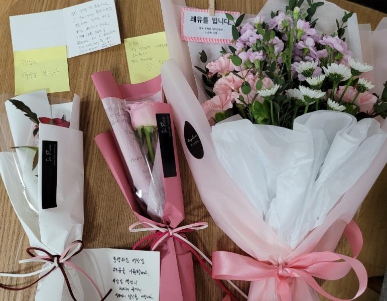 대구 시민들이 권영진시장의 건강회복을 기원하며 보낸 손편지와 꽃.