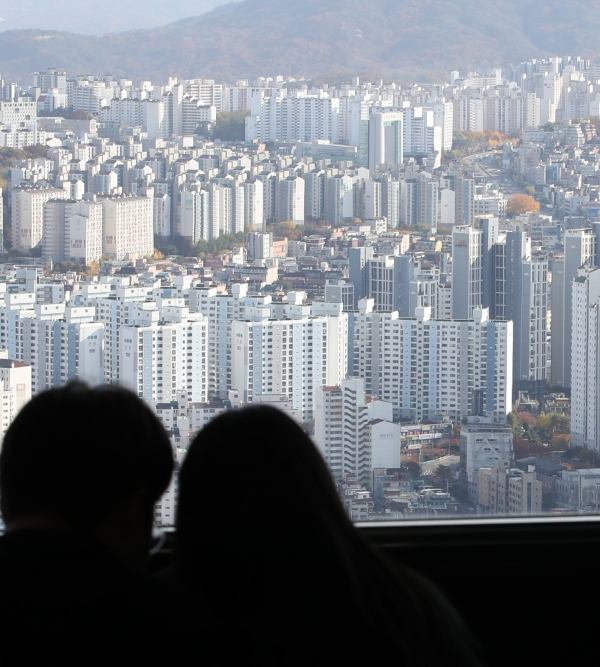 지난 2일 오후 서울 영등포구 63아트 전망대에서 바라본 서울 아파트. ⓒ여성신문·뉴시스<br>