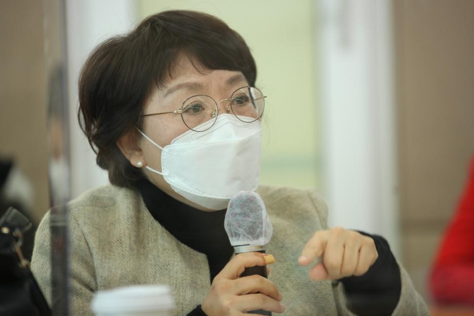 3일 오전 서울 여의도 KMA 여의도센터에서 한국여성의정과 한국여성정책연구원이 '정치관계법 개정 토론회'를 열고 김민정 서울시립대학교 교수는 발언을 하고 있다. ⓒ홍수형 기자