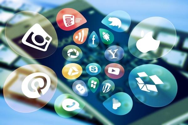 사회학자 셰리 터클은 사람들이 문자와 SNS를 선호하는 이유를 편집 가능성에서 찾았다. 온라인으로 주고받는 텍스트와 이미지는 전화 통화보다 편집하고 수정하기 용이하다. 업로드 전까지, 또는 업로드 이후에도 나를 원하는 대로 표현하고, 고치고, 바꿀 수 있다. ⓒpixabay