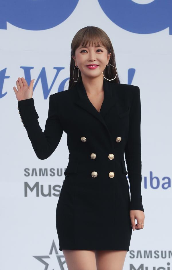 조선대학교는 15일 가수 홍진영의 석사 논문 표절 의혹이 사실이라고 잠정 결론지었다. ⓒ뉴시스·여성신문