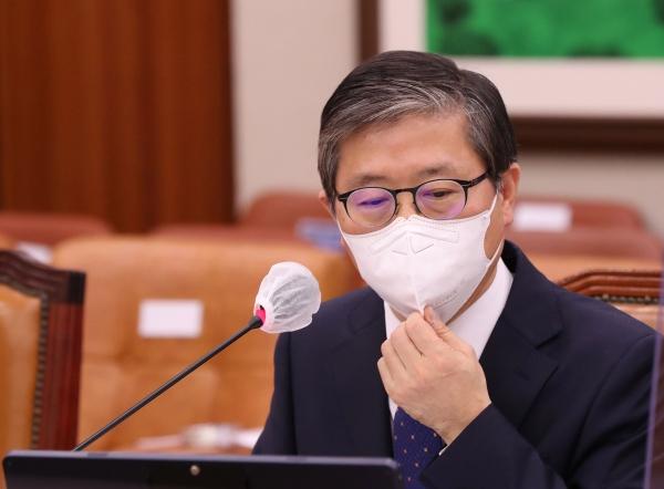 변창흠 국토교통부 장관 후보자가 23일 서울 여의도 국회에서 열린 인사청문회에 출석해 있다. ⓒ뉴시스·여성신문