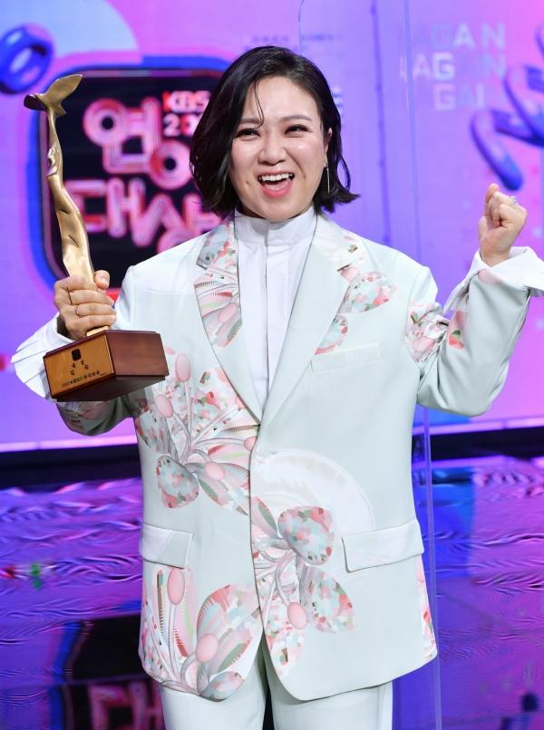 개그우먼 김숙이 24일 여의도 KBS 신관 공개홀에서 무관중으로 열린 '2020 KBS 연예대상'에서 대상을 받았다. ⓒKBS