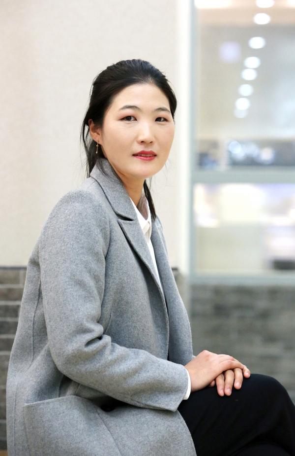 8일 서울 광화문광장에서 열린 3.8 세계여성의 날 기념 '제35회 한국여성대회'에서 성평등 디딤돌 미투 특별상을 수상한 김은희 테니스 코치 ⓒ이정실 여성신문 사진기자