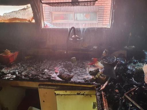 지난 14일 오전 11시16분께 인천시 미추홀구의 한 빌라 건물 2층에서 불이나 A군과 동생 B군이 중상을 입었다. 사고는 어머니가 집을 비운 사이 형제가 단둘이 라면을 끓여먹으려다 발생한 것으로 조사됐다. ⓒ인천소방본부