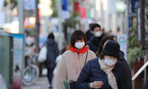 마스크를 한 일본 시민들 ⓒ신화/뉴시스