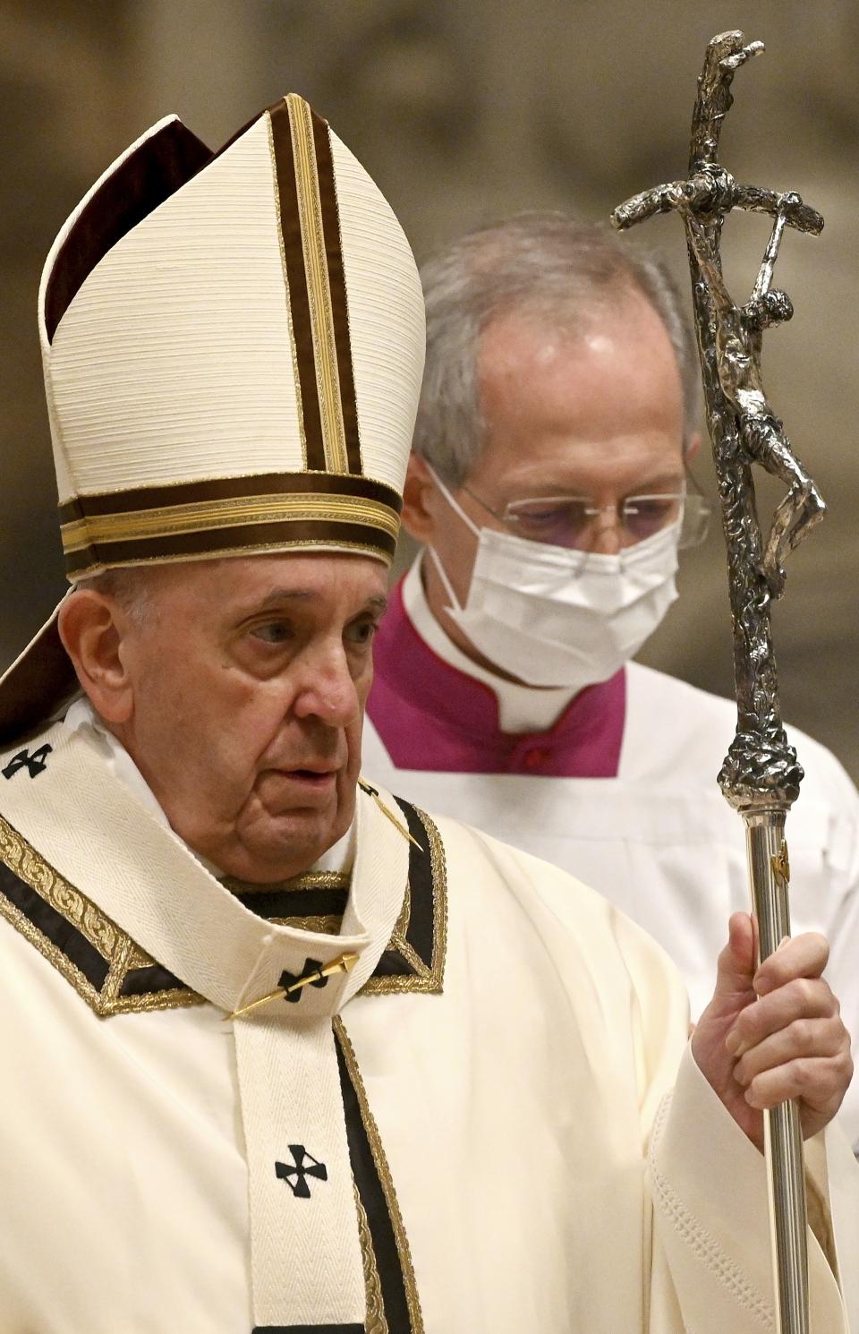 지난 12월 24일(현지시각) 크리스마스이브 미사 접전을  위해 바티칸 성 베드로 성당에 도착한 프란치스코 교황.  ⓒ뉴시스·여성신문