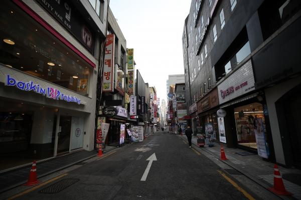 22일 서울 종로구 거리 일대 식당가가 한산한 모습이다. ⓒ뉴시스·여성신문