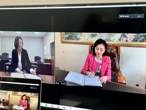박새롬 대표(사진 왼쪽), 禹银霞 대표 Ⓒ새롬바이오텍