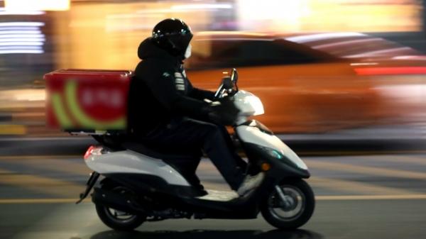 27일 서울 시내에서 배달 오토바이가 달리고 있다. ⓒ뉴시스