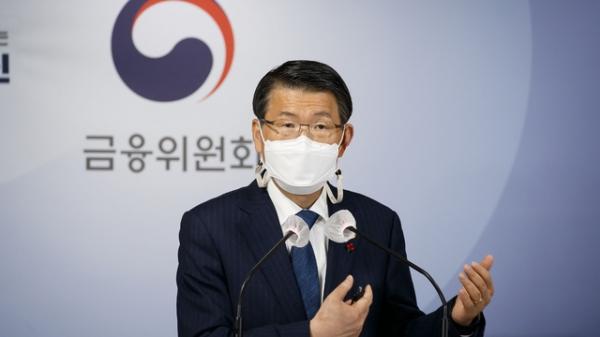 은성수 금융위원장이 18일 서울 종로구 정부서울청사 합동브리핑실에서 2021년 금융위원회 업무계획을 설명하고 있다. ⓒ금융위원회
