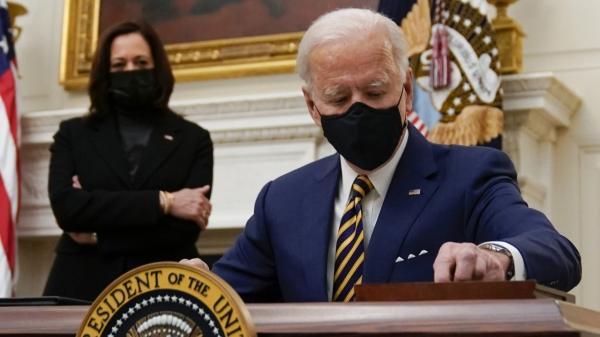 조 바이든 미국 대통령이 현지시간 22일 백악관에서 경제 관련 행정명령에 서명하고 있다. ⓒAP/뉴시스
