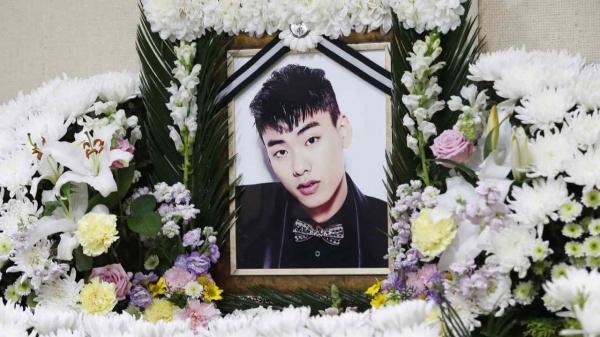 26일 힙합가수 아이언(본명 정헌철) 빈소가 마련된 서울 중구 국립중앙의료원 장례식장에 고인의 영정이 놓여져 있다. ⓒ뉴시스
