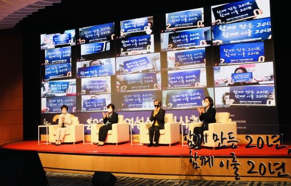 정영애 여성가족부 장관이 28일 오후 서울 용산구 백범김구기념관에서 여성가족부 출범 20주년을 기념해 '2021년 여성신년인사회'에서 축사를 하고 있다. ⓒ여성가족부