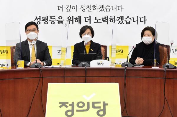 강은미 정의당 비상대책위원장이 1일 서울 여의도 국회에서 열린 비상대책회의에서 발언을 하고 있다. ⓒ뉴시스·여성신문