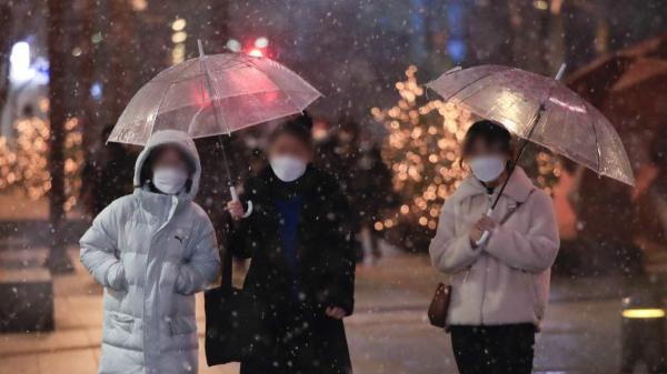 3일 오후 서울 강남구 삼성역 인근에서 시민들이 걷고 있다. ⓒ뉴시스