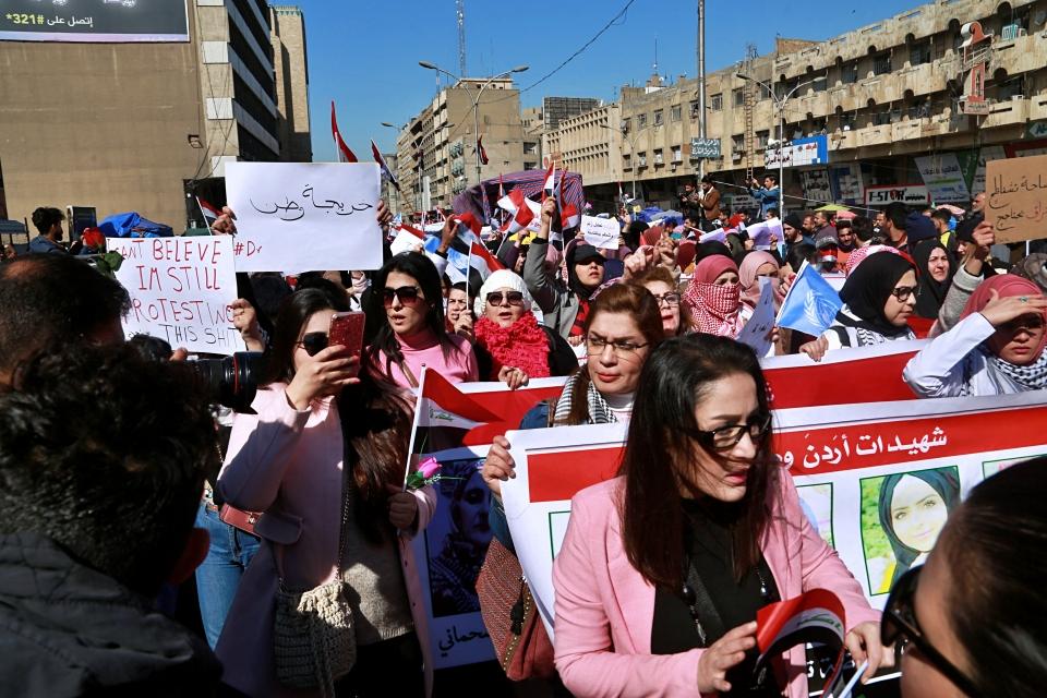 2021 평창평화포럼에서 세계 평화 질서를 위해 여성의 참여를 강화해야 한다는 목소리가 나왔다. 사진은 지난해 2월 이라크 수도 바그다드에서 성차별 금지를 외치는 여성들의 시위 장면. ⓒ뉴시스·여성신문