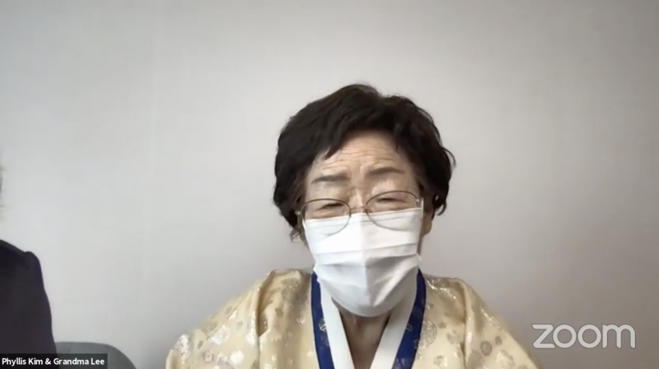 일본군 '위안부' 피해자인 이용수 인권운동가가 17일 오전 페이스북으로 생중계된 하버드대 온라인 세미나에서 발언하고 있다.