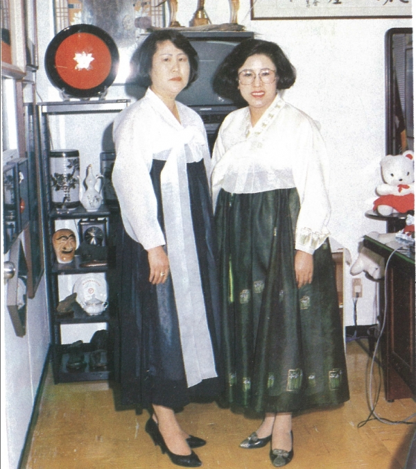 (왼쪽부터)고 전옥주씨와 이모 명승희씨. 사진=명승희씨 제공