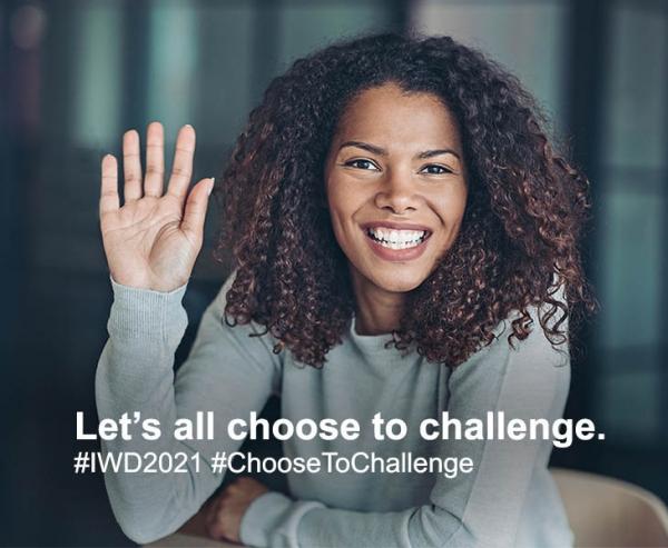 '#ChooseToChallenge' 캠페인에 참여한 시민들. ⓒIWD 2021