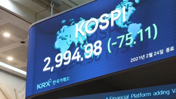 24일 오후 서울 여의도 한국거래소에 코스피 지수가 표시되고 있다. ⓒ한국거래소/뉴시스