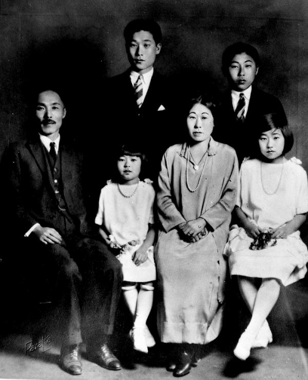 1925년 미국 로스엔젤레스에서 촬영한 안창호 선생 가족 사진. ⓒ독립기념관