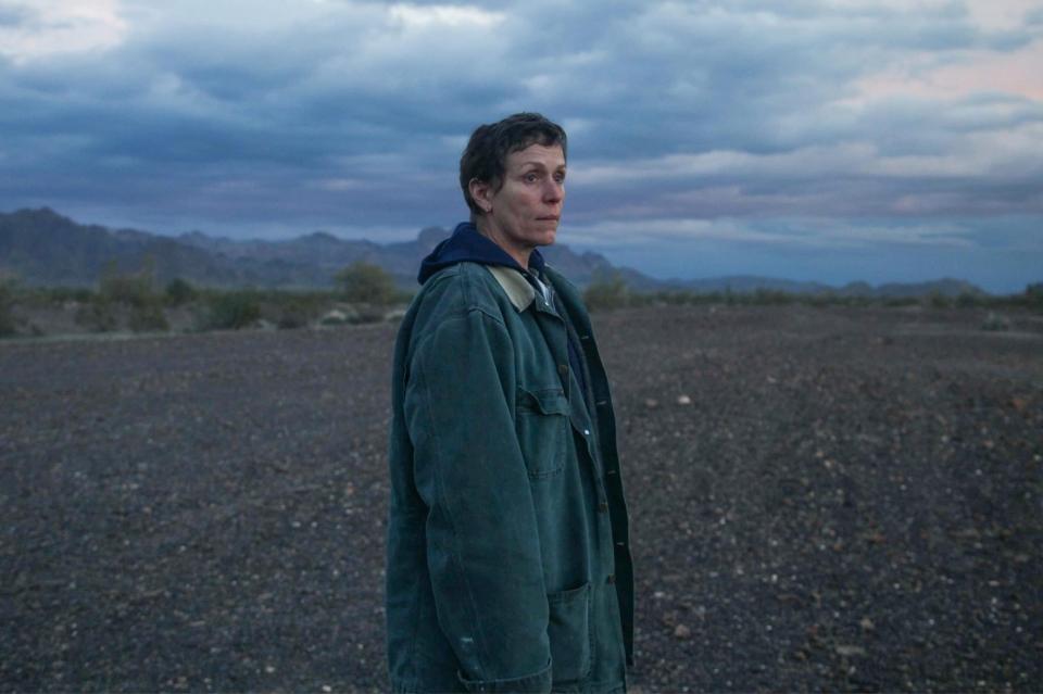 클로이 자오 감독의 영화 '노매드랜드'에서 주연을 맡은 프랜시스 맥도먼드. ⓒSearchlight Pictures