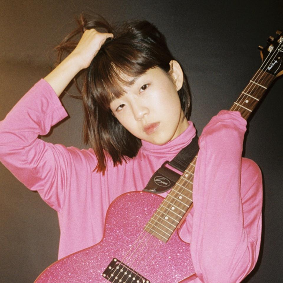 한국대중음악상 시상식에서 '올해의 신인' 상을 수상한 싱어송라이터 김뜻돌 ⓒ지니뮤직