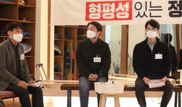 안철수 국민의당 대표가 6일 오후 서울 영등포구 한 필라테스 지점에서 코로나19 극복을 위한 실내체육업계 운영진들과의 현장 간담회를 하고 있다. ⓒ국민의당