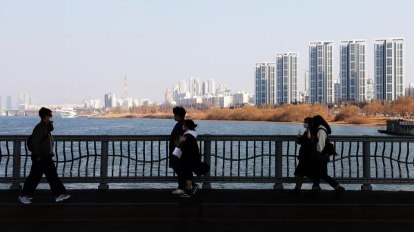 21일 오후 시민들이 서울 서초구 잠수교를 지나며 휴일을 보내고 있다. ⓒ뉴시스