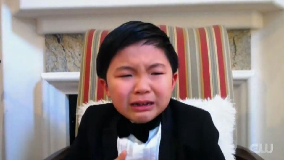 영화 '미나리'에서 막내아들 '데이빗' 역을 연기한 아역배우 앨런 김(8)의 수상소감을 전하는 모습. ⓒTHE CW 유튜브 영상 갈무리