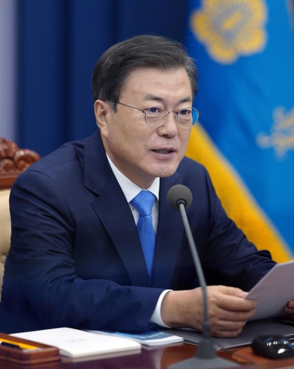 문재인 대통령이 11일 오후 청와대 여민관에서 열린 수석·보좌관회의에 참석해 발언하고 있다. ⓒ청와대