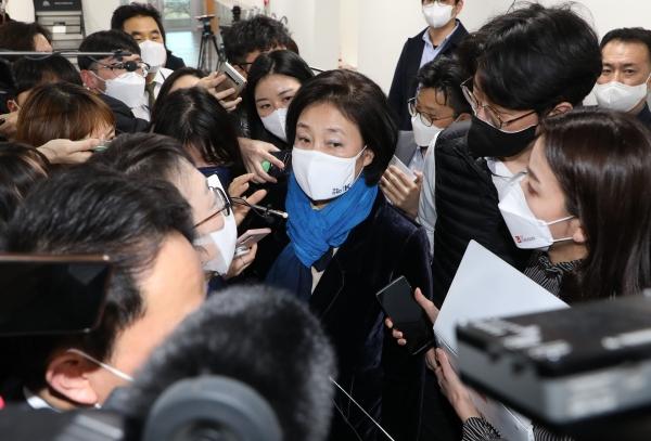 박영선 더불어민주당 서울시장 후보가 17일 오후 국회 소통관에서 기자들의 질문에 답변하고 있다. ⓒ여성신문·뉴시스