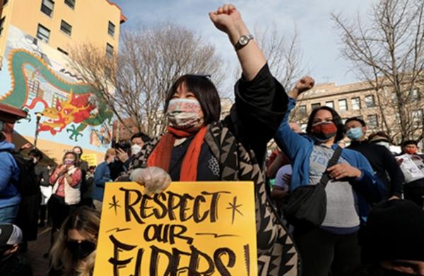 사진은 지난 13일 시애틀 힝헤이 공원에서 열린 반-아시안 혐오와 폭력에 대항하는 집회.  ⓒAP/뉴시스·여성신문
