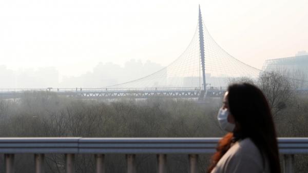 11일 오전 서울 영등포구 문화다리 위로 출근하는 시민들 ⓒ뉴시스