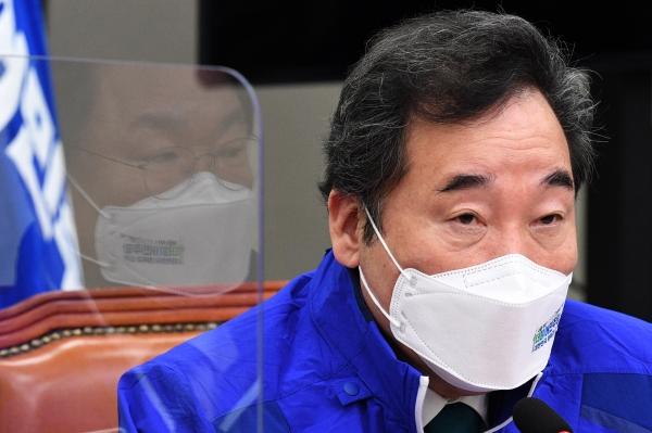 이낙연 더불어민주당 중앙선대위 상임선대위원장이 22일 오전 서울 여의도 국회에서 열린 중앙선거대책위원회의에서 발언하고 있다. ⓒ여성신문·뉴시스