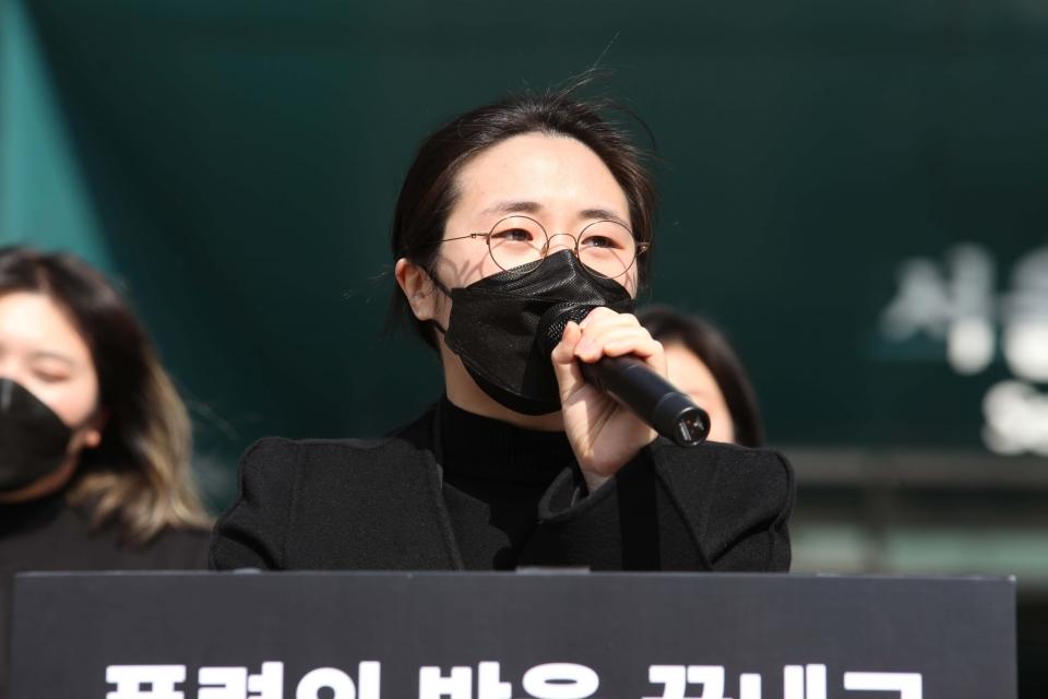 지난 5일 서울 중구 서울시청 앞에서 신지예 한국여성정치네트워크 대표가 '4.7 서울시장 보궐선거 출마 선언' 기자회견을 열었다. ⓒ홍수형 기자