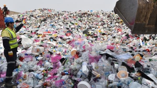 1일 오후 경기 수원시 영통구 하동 수원시자원순환센터 재활용품 야외 적치장 ⓒ뉴시스