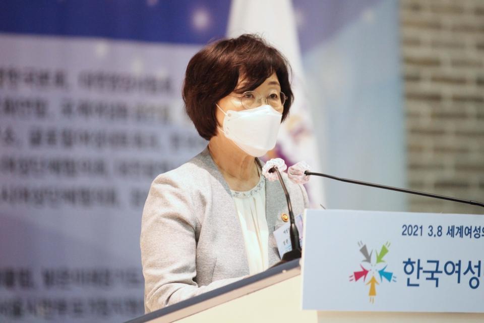 정영애 여성가족부 장관은 8일 오후 서울 영등포구 공군호텔에서 3·8 세계 여성의 날 맞아 열린 '위대한 여성 함께하는 대한민국' 행사에 참석했하고 축사 발언을 하고 있다. ⓒ홍수형 기자