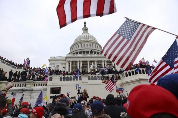 미국 워싱턴DC 의사당 경찰대 소속 경찰 2명이 지난 1월 6일 폭동에 대해 트럼프 전 미국 대통령을 고소했다. ⓒAP/뉴시스·여성신문