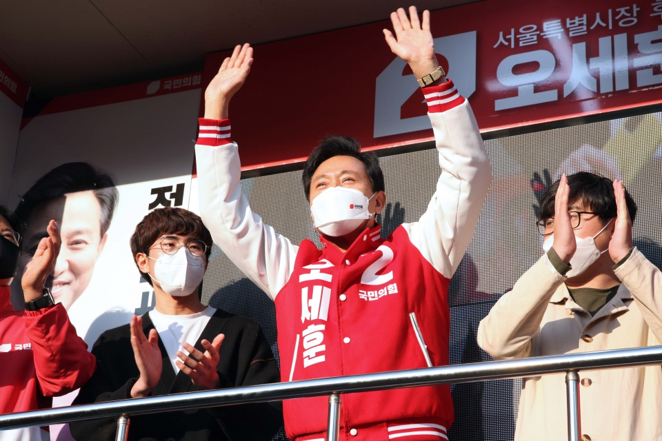오세훈 국민의힘 서울시장 후보가 5일 오후 서울 동작구 장승배기역 앞에서 선거 유세를 했다. ⓒ홍수형 기자