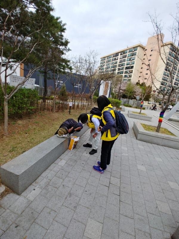 노숙인 거리상담 활동사진 ⓒ서초구청