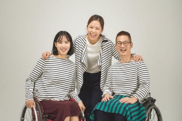 이베이코리아가 2018년 선보인 장애인·비장애인 누구나 편하게 입을 수 있는 패션 브랜드 '모카썸위드'.  ⓒ모카썸위드