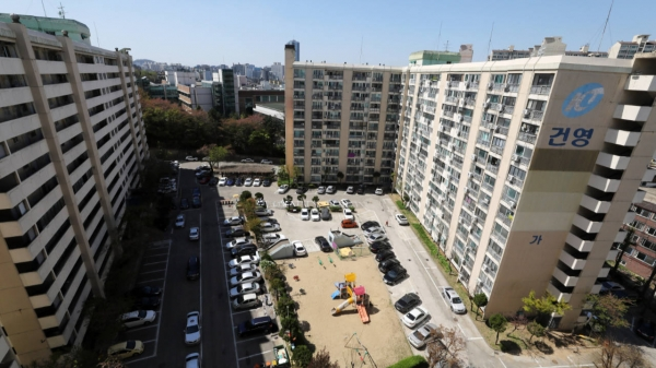 8일 공공재건축 선도사업 후보지로 지정된 서울 관악구의 아파트 단지 모습. ⓒ뉴시스