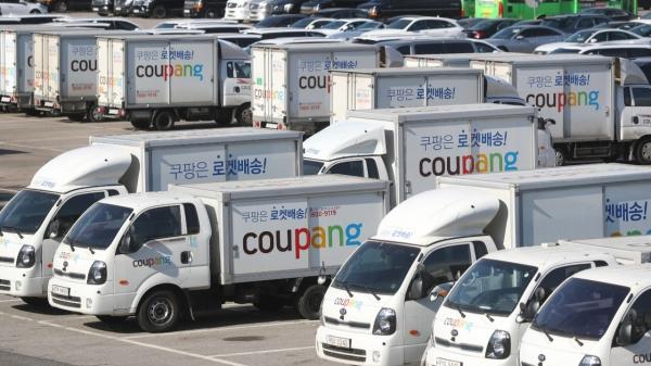 15일 서울 서초구의 한 주차장에 주차된 쿠팡 배송트럭 모습. ⓒ뉴시스