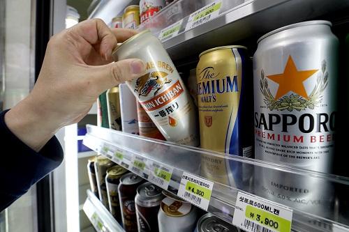 편의점업계가 다음달부터 일본 맥주의 할인 행사를 중단하기로 했다. ⓒ뉴시스<br>