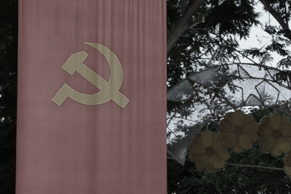 """""""경찰이 밉지만은 할 수가 없는 거야. 자기도 의심을 받을 거 겉으면 또 공산당이 되는 거야. 동생이 그랬으니까."""" ⓒpixabay"""