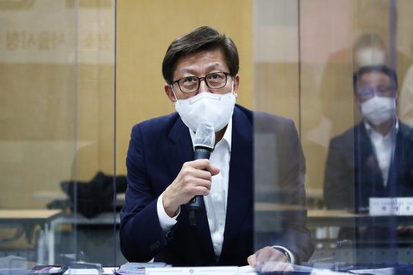 박형준 부산시장이 18일 오후 서울시청에서 열린 '공시지가 관련 간담회'에서 발언하고 있다. ⓒ뉴시스·여성신문